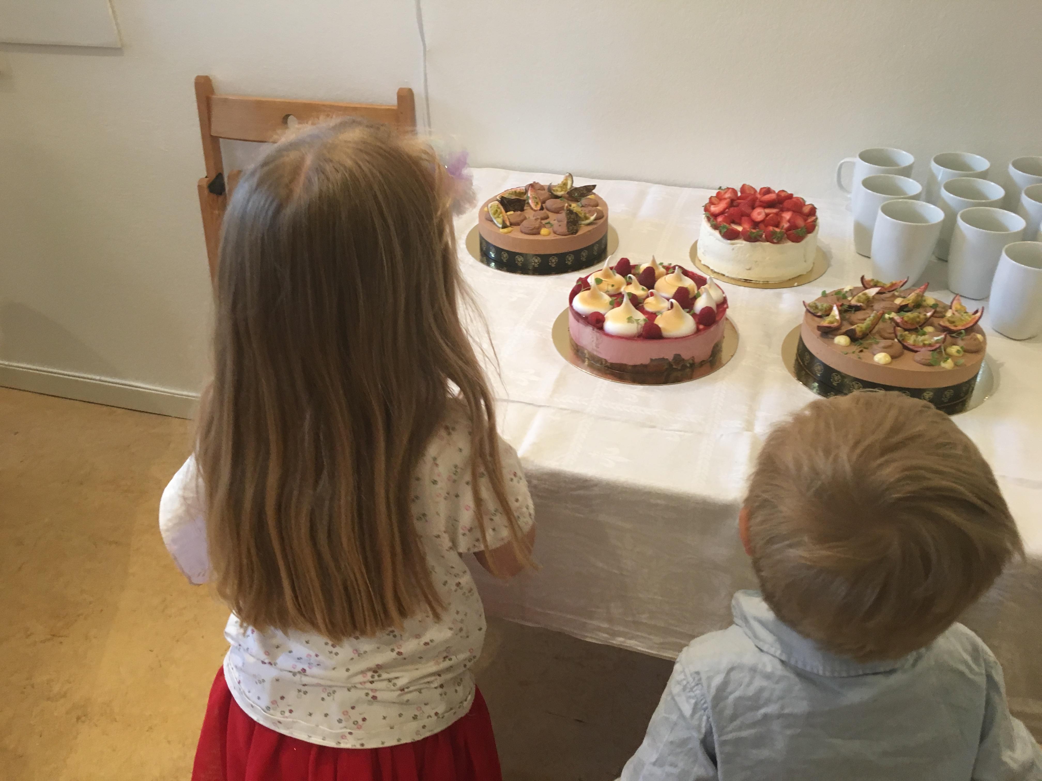 L och K med tårtorna_1